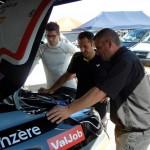 Michaël Burri avec l'ingénieur et le motoriste