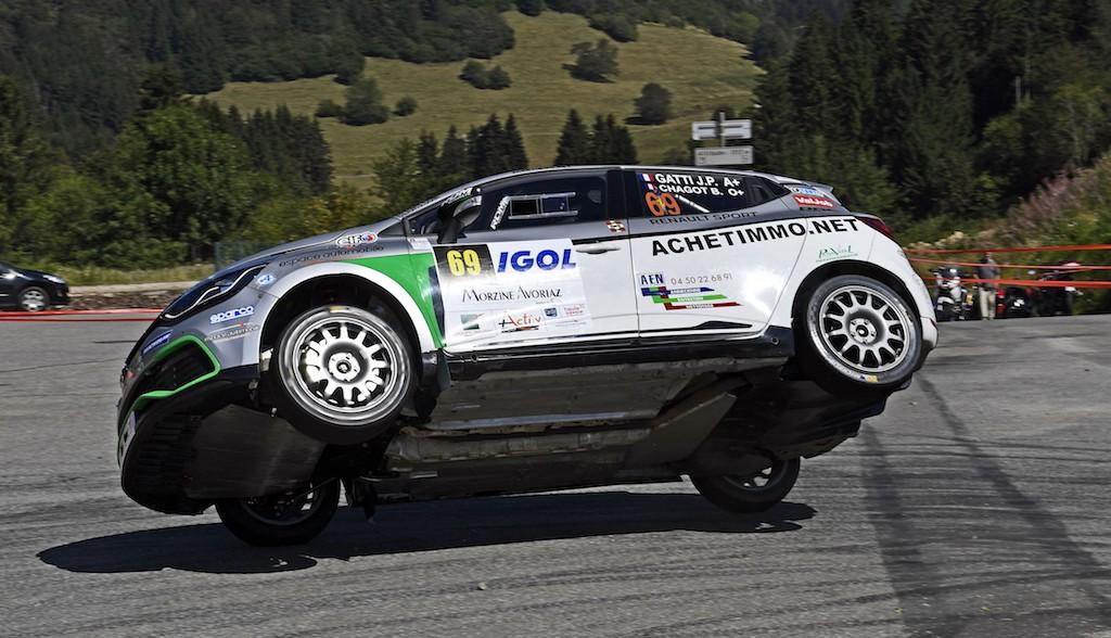 Jean-Pierre Gatti toujours très généreux au volant de la Clio R3T (photo J. Kaufmann)